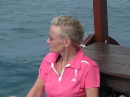 Birgitta på båtutflykt
